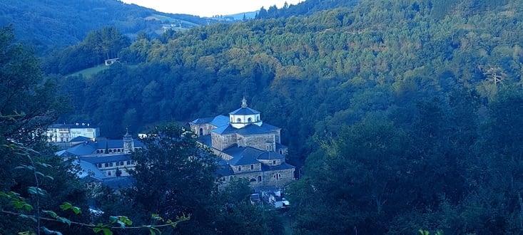 Samos, monastère bénédictin fondé au VIè siècle est l'un des plus anciens d'Espagne.