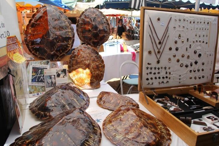 Stand du travail artisanal sur écailles de tortues