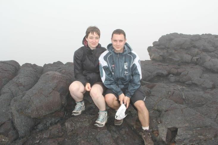 Petite photo au sommet du cratère Dolomieu (derrière nous, tu vois pas !)