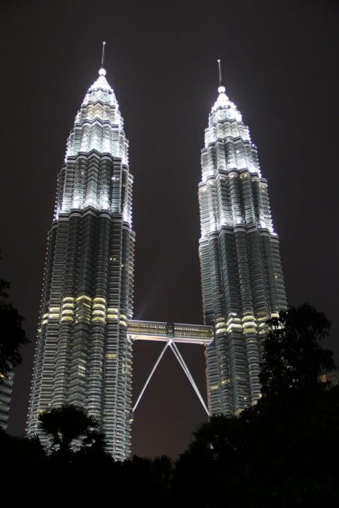 Les Petronas de nuit