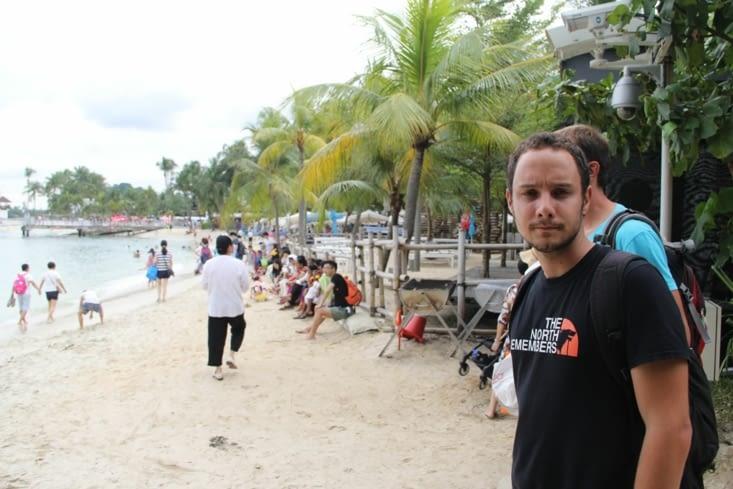 La plage pas aussi déserte que sur Tioman