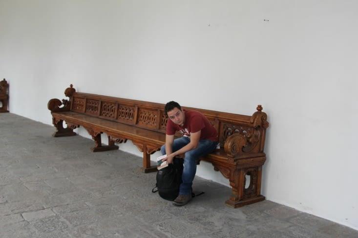 Grand banc en bois du couvent