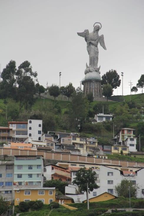 Vierge du Panecillo qui domine Quito