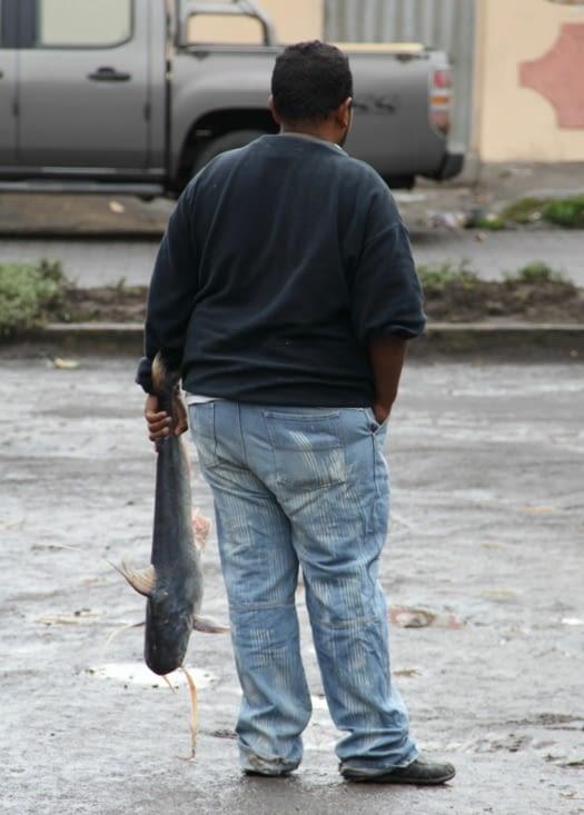 El hombre con pescado