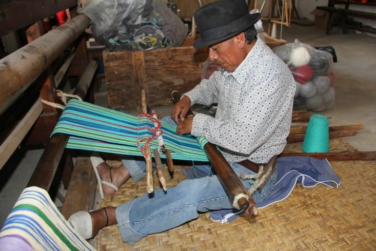 Tisserand de la fabrica San Pedro (méthode manuelle,  utilisée avant la colonisation)
