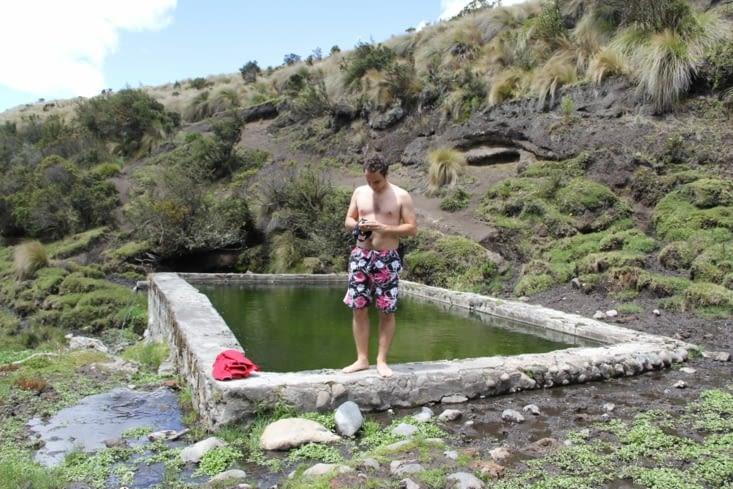 piscine naturelle d'eau chaude