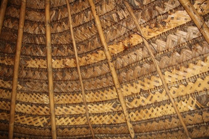 Le toit tressé du salon