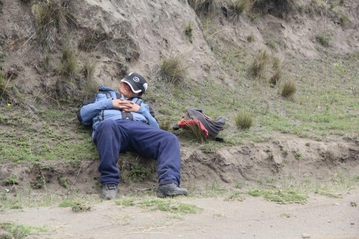 Alors que le guide fait la sieste...