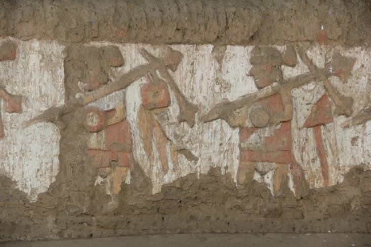 Peinture de guerriers sur le mur extérieur