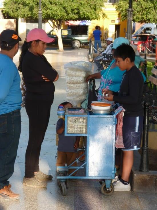 Vente d'oeufs de cailles dans la rue