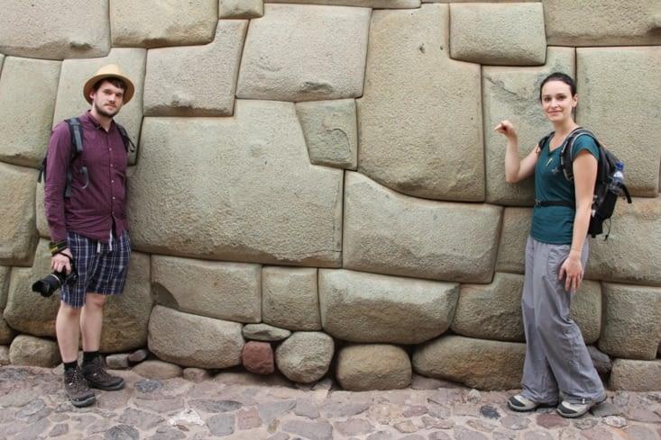 Tête du serpent sur le mur Inka