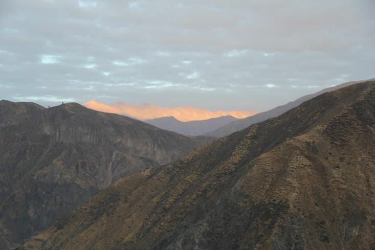 Levée du Soleil dans le canyon