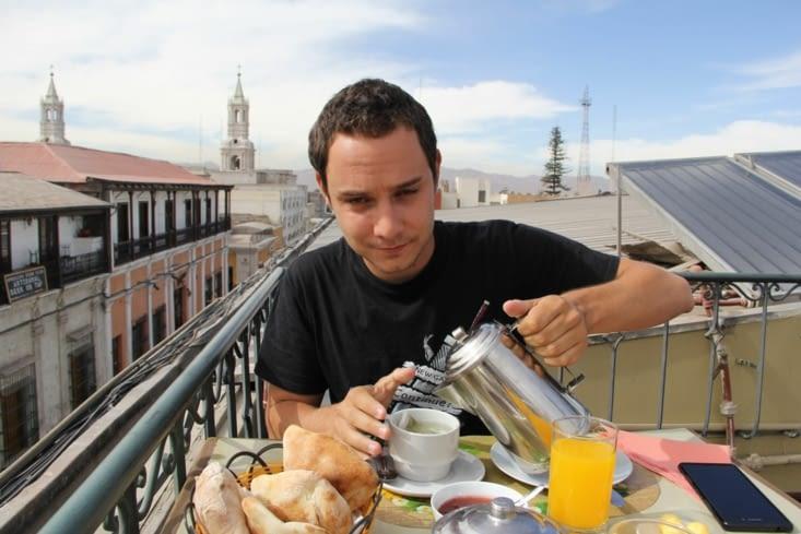 Petit déj' sur le toit de l'hotel