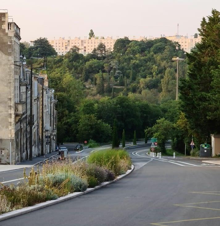 La voie André Malraux et le Parc Mozart en fond