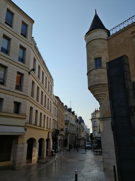Rue de la Marne côté de la place du Maréchal Leclerc