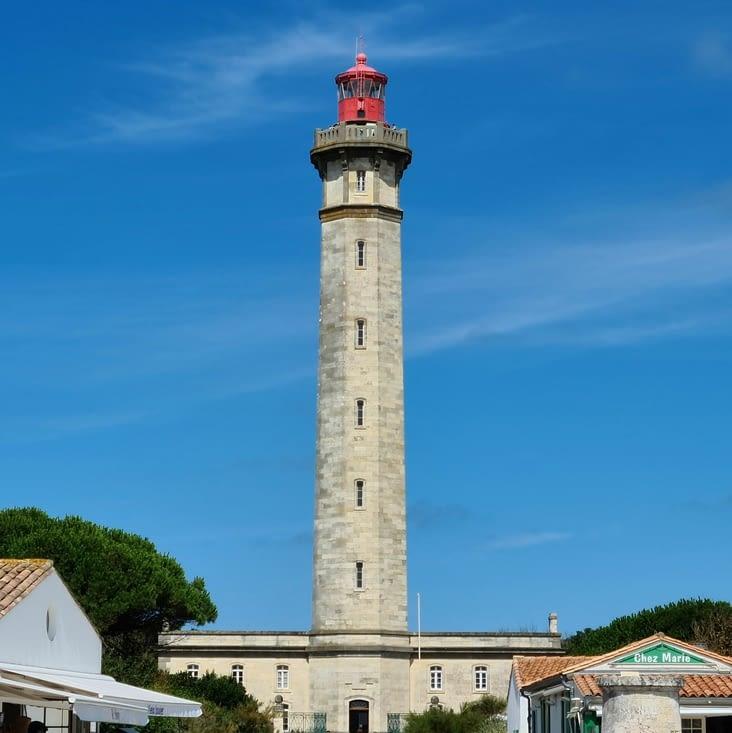 Le phare en question depuis l'allée éponyme