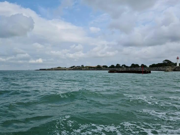 Le port de Saint-Martin-en-Ré depuis le bateau
