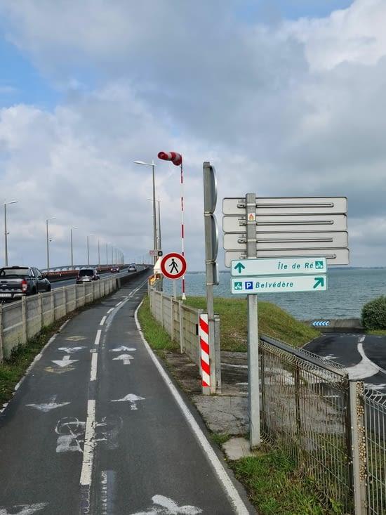 Vent : d'ouest en est. Le pont : d'est en ouest. Aïe. Vent de face jusqu'au phare...