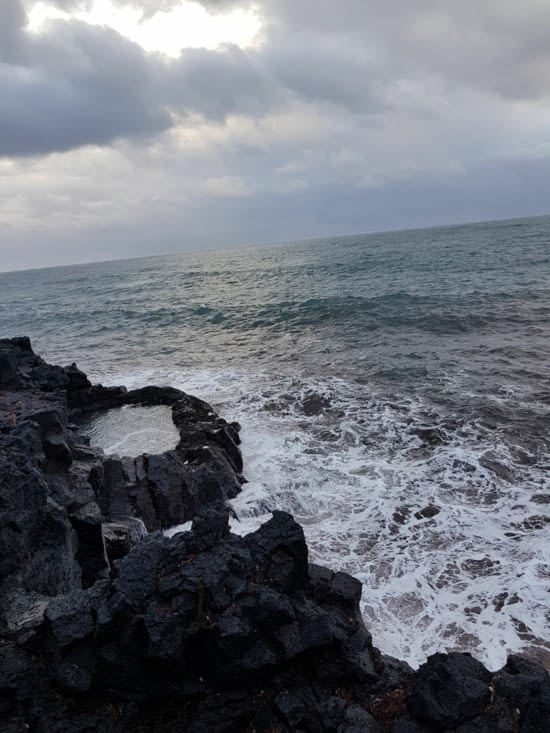 piscine naturelle en borde de falaise