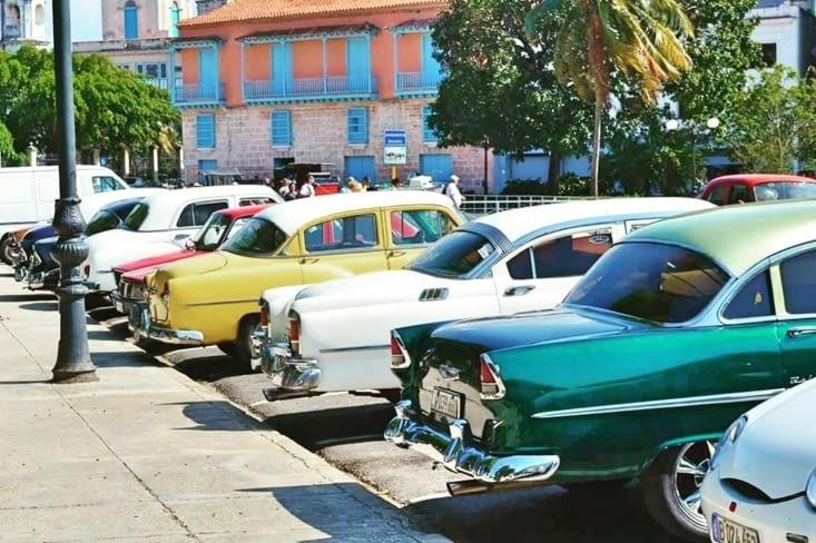 Les vieilles voitures authentiques