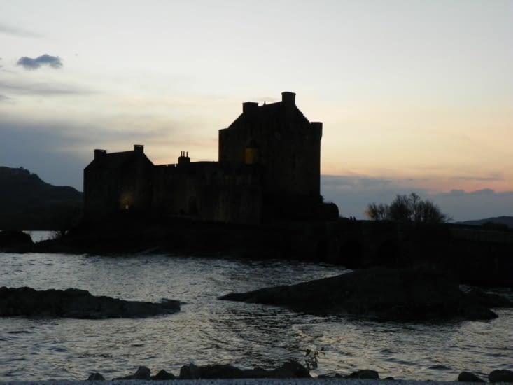 eilan donan castle de nuit
