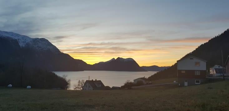 Fjord au coucher du soleil