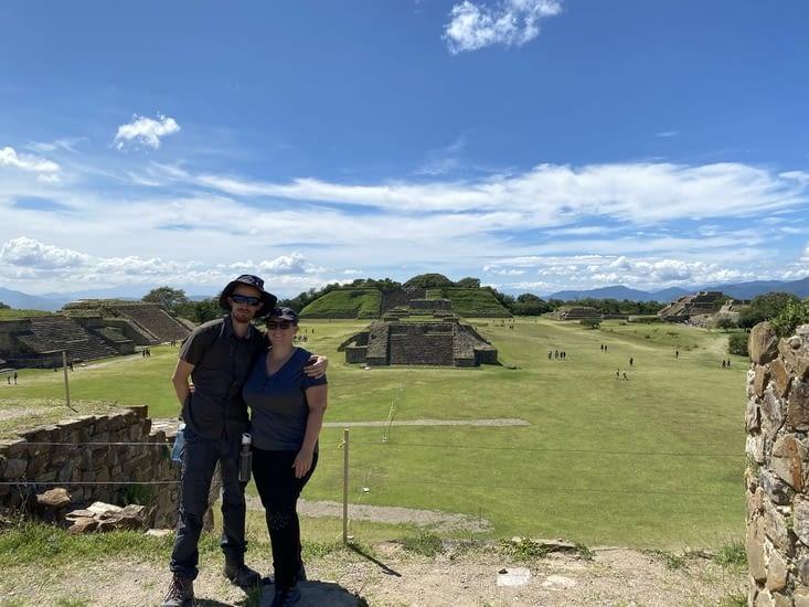 Deux touristes à Monte Alban