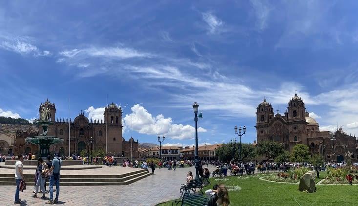 13/10 : La Plaza de Armas ensoleillée 😎