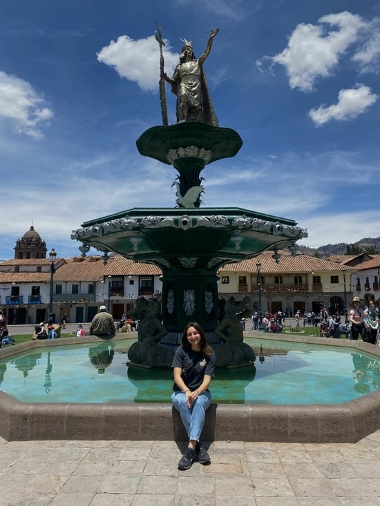 Jolie fontaine au centre de la place ⛲️