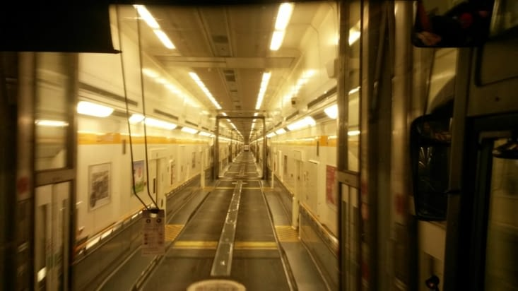 le car entre dans le train qui passe dans le tunnel sous la Manche !