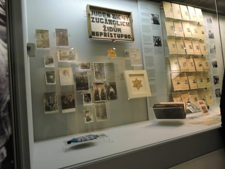Des explications et des témoignages sur l'holocauste