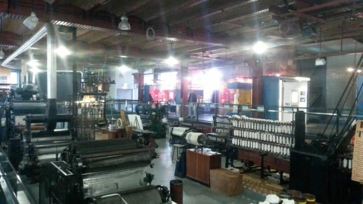 les machines de l'usine de filature fonctionnent encore
