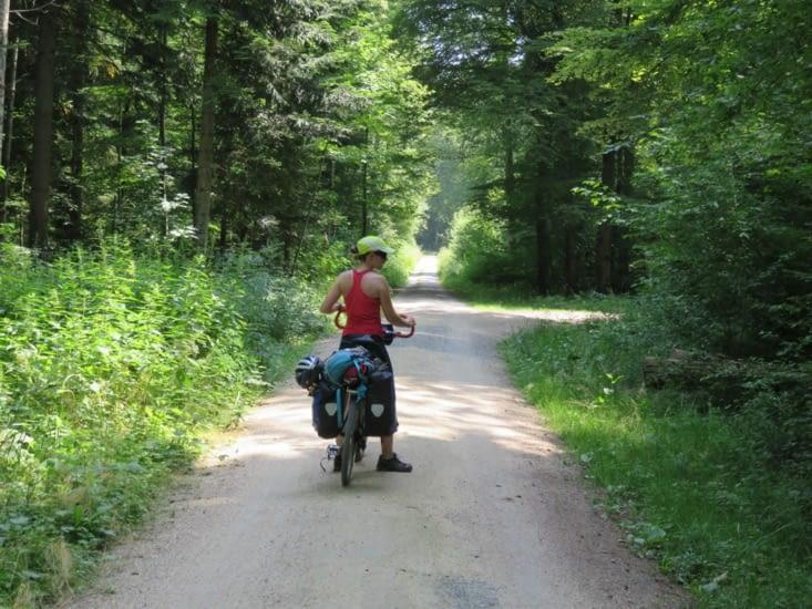 L'euro velo 6: moitié chemin, moitié piste cyclable