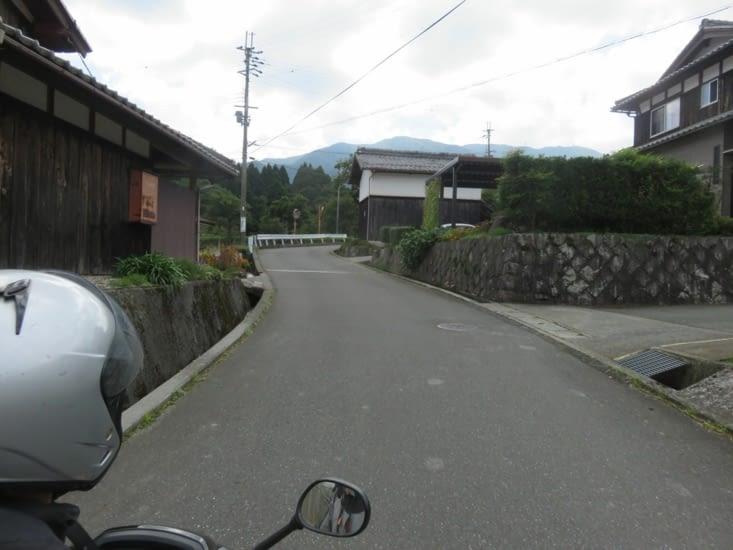 C'est pas exceptionnel comme décor,  juste pour se rappeler qu'on a parcouru le coin en scooter.