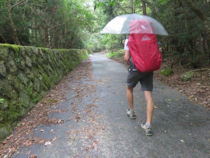 La randonnée dans les montagnes derrière chez nous, sur 2 jours, sous la pluie....