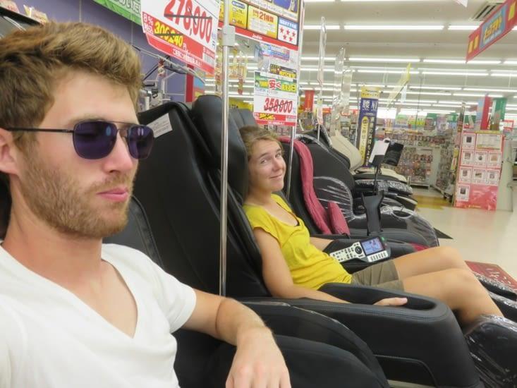 Massage dans un hypermarché. 2 cycles chacun, on repart zen.