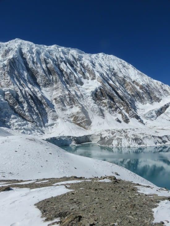 Un petit glacier au tilicho lake, qui craque au soleil.