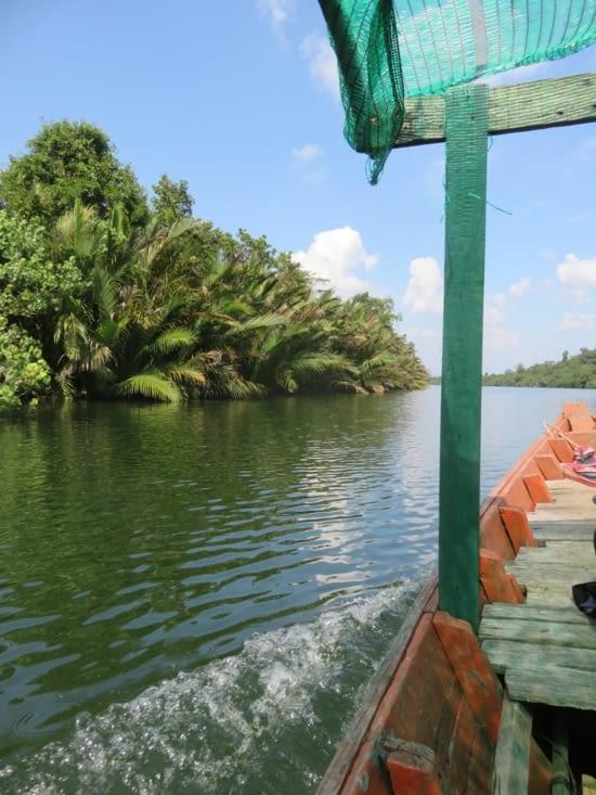 2h de barque pour rejoindre le village.