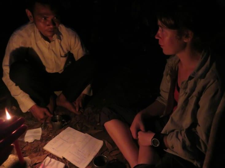 Déformation professionnelle, Laure donne un cours d'anglais, à la bougie.