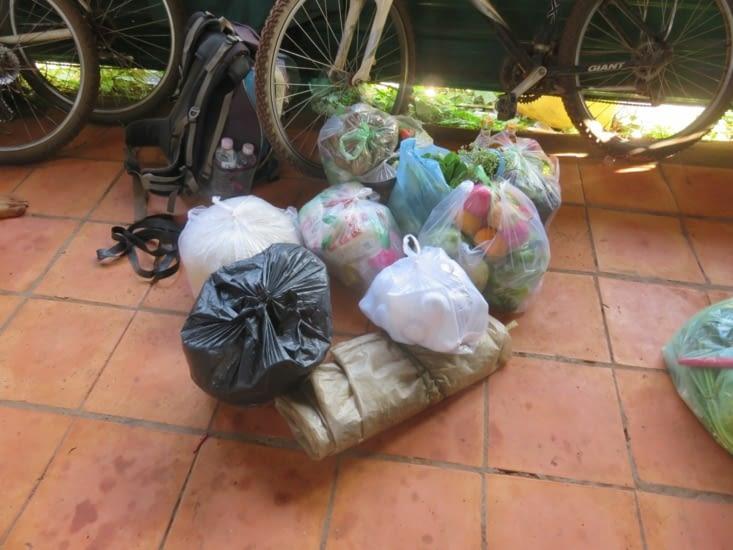 Notre nourriture pour 6,5 jours, pour nous, le guide, le cuisto. 10kg de riz...
