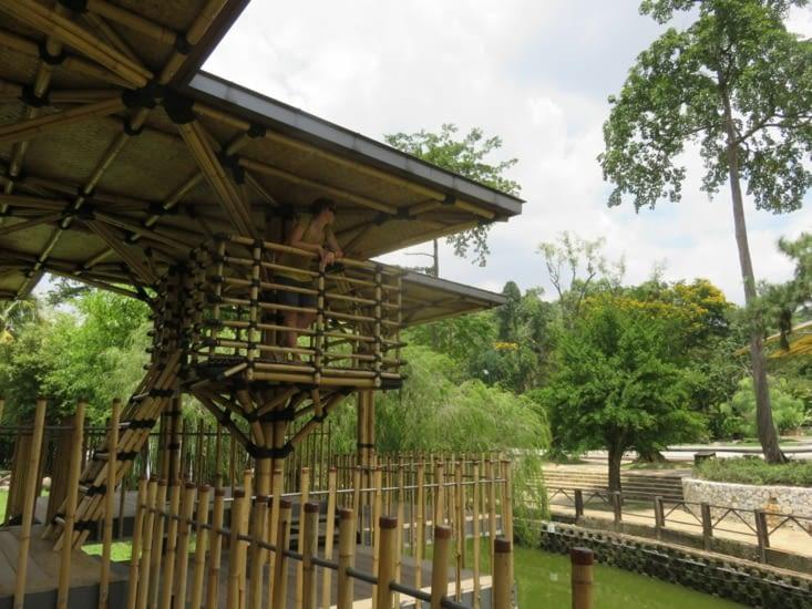 bamboo house. Les parcs malaisiens sont magnifiques
