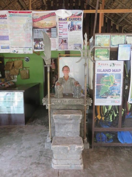 """Le vrai decor de """"Survivor"""", le koh-lanta américain. Comme vous le voyez, c'est blindé de pubs pour les touristes."""