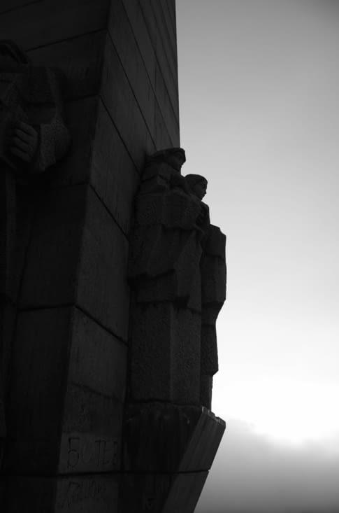 "Statues de soldats, ""Arch of freedom"""