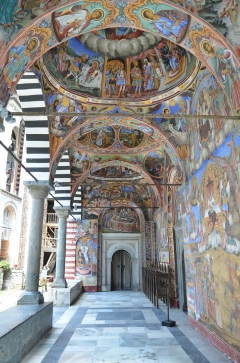 Fresques de l'entrée de l'église