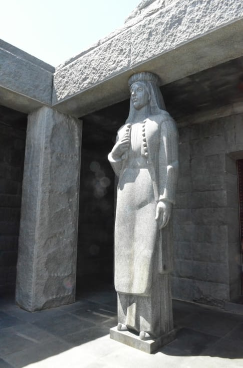 Statue, Mausoleum