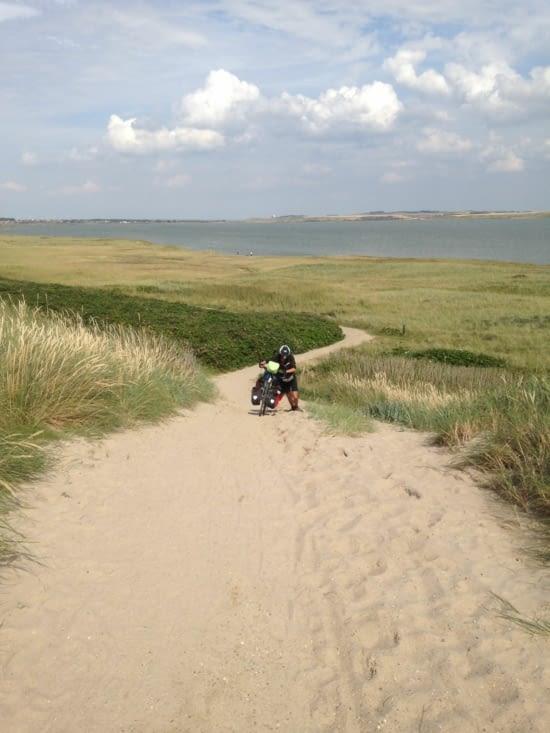 Pas facile la montée dans le sable