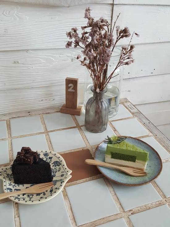Pause goûter : Gâteau au chocolat et gâteau au thé matcha