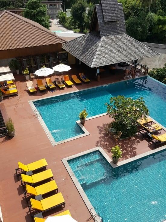 Espace piscine (une des quatres piscines de l'hôtel)
