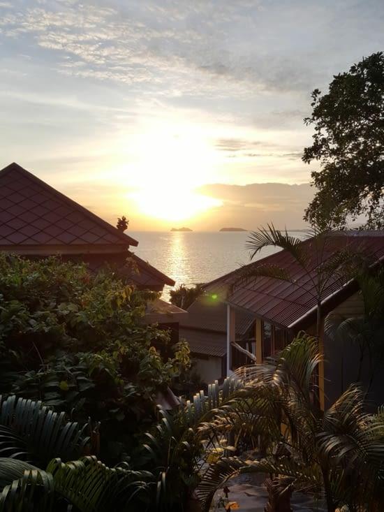 Coucher de soleil tous les soirs depuis notre balcon !