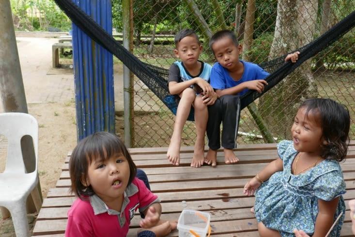 Des enfants dans le village